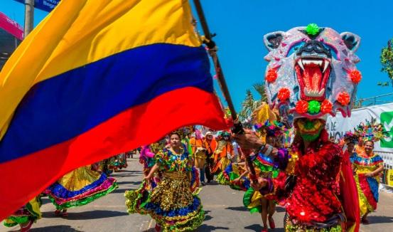 Bandera de Colombia en una feria