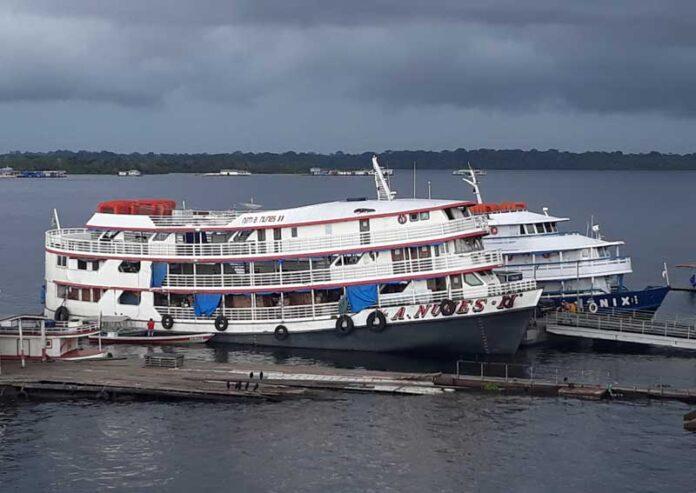 image for Autorizado transporte fluvial de passageiros oriundos de outros municípios / Tefe