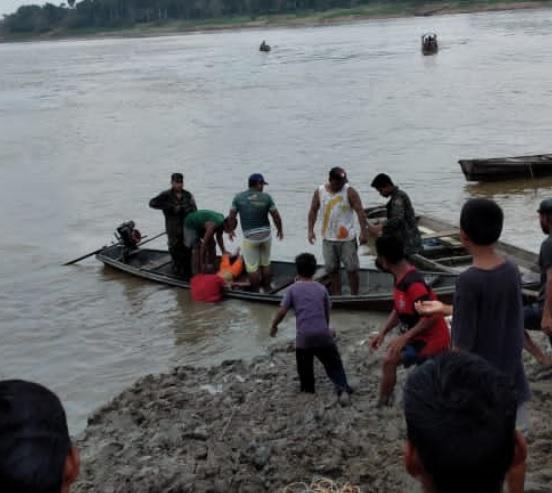image for Barranco cai soterrando criança que pescava no Rio Solimõe
