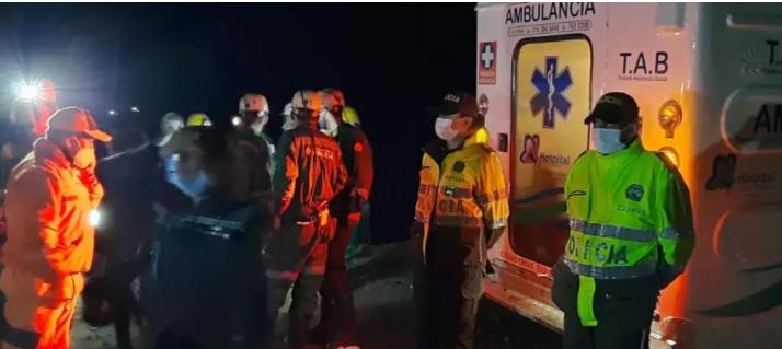 image for Rescatan con vida a minero que duró seis días sepultado en una mina