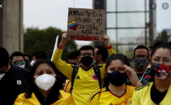 image for Colombianos protestan en Ciudad de México