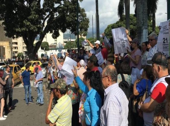 Personas en manifestaciones en Bucaramanga