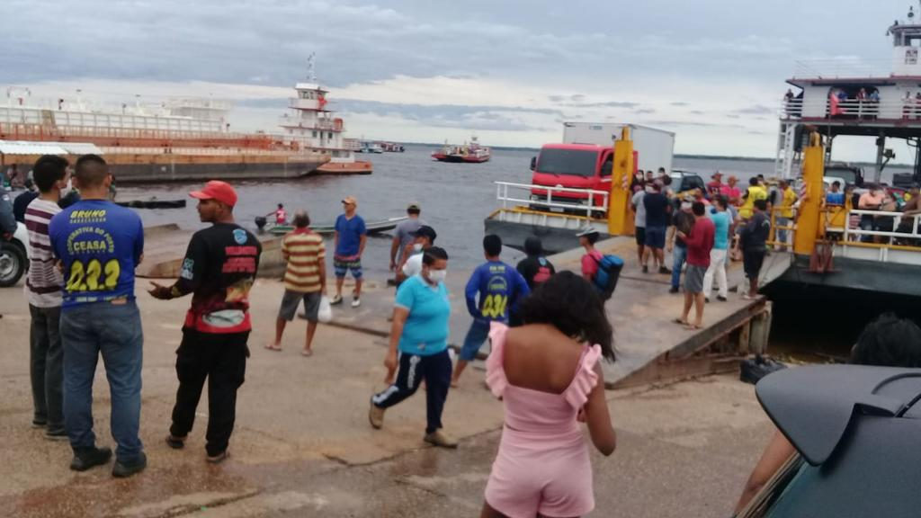 image for Policiais militares no Porto da Ceasa para garantir o cumprimento do Decreto