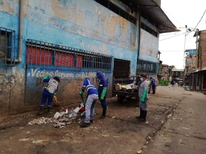 image for Limpieza en zona comercial y demás sectores del distrito