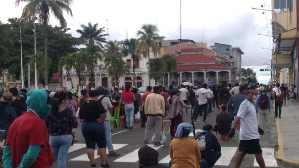 image for Largas filas y aglomeraciones pese a la crisis del Covid-19