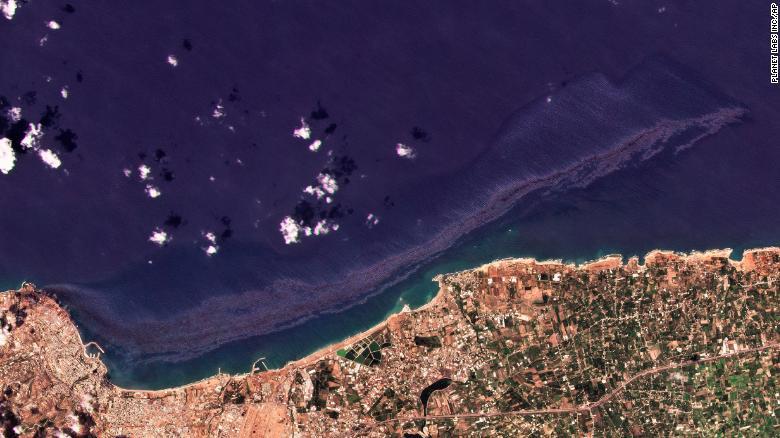 image for Derrame de petróleo en Siria se extiende por el Mediterráneo
