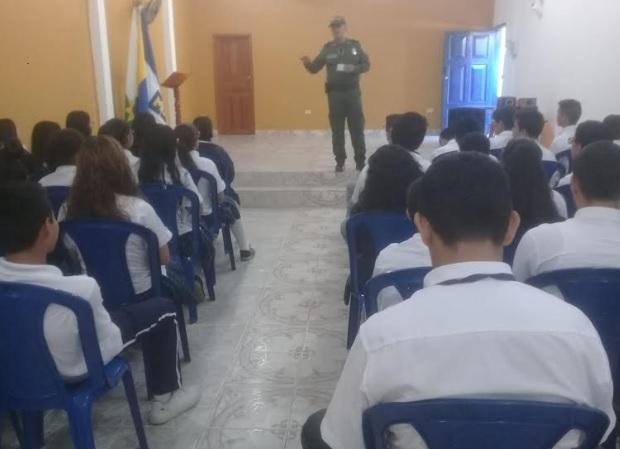 image for Policía socializa con estudiantes el código de policía y convivencia