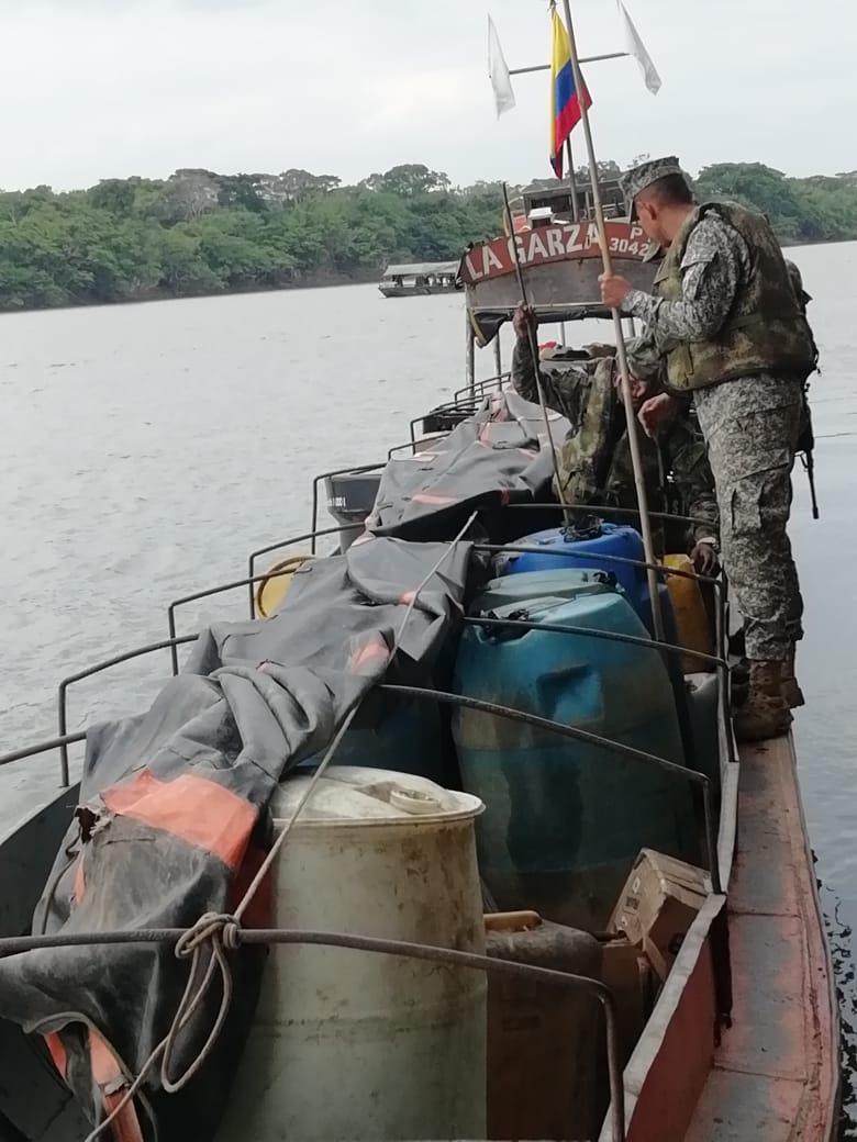 Embarcacion con combustible incautado