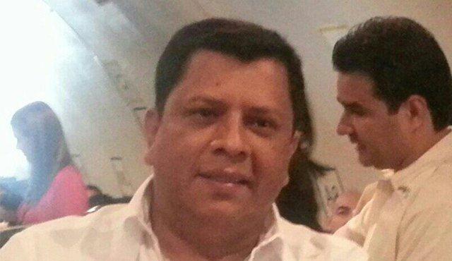 Manuel Carevilla en una foto de camisa blanca