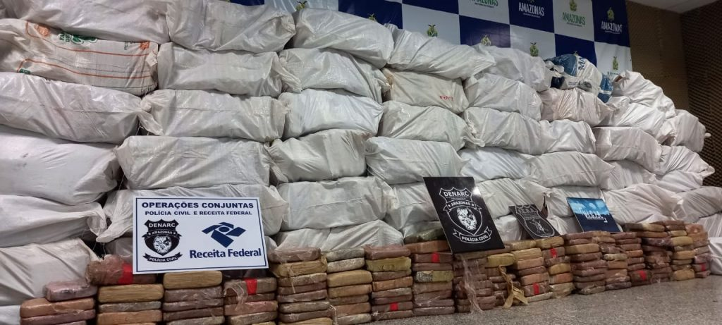 image for Polícia Civil apreende duas toneladas de maconha do tipo skunk