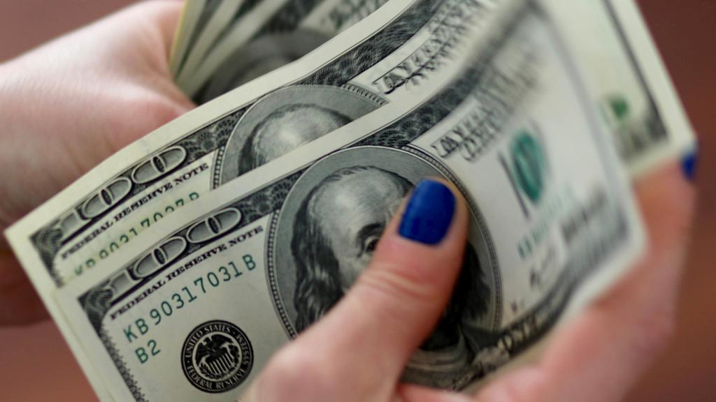 image for Dólar en Colombia se cotiza en 3702
