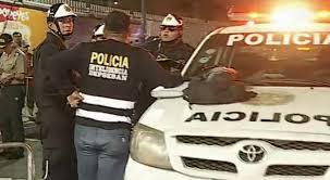 Carro de la policia en un intento de asalto