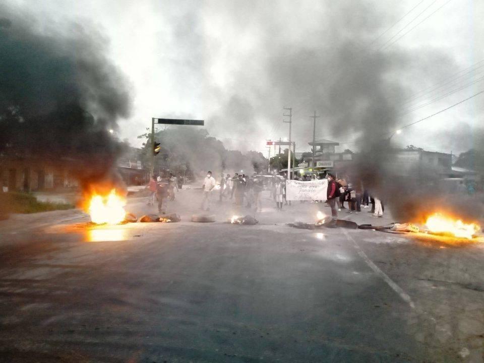 image for Bloquean la carretera Iquitos Nauta
