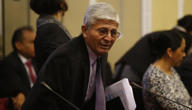 Congresista peruano en el congreso