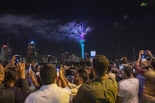 image for Millones de personas en el mundo celebraron la entrada del Año Nuevo