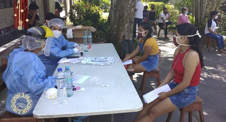 image for Universitarios reciben medicamentos y accesorios de bioseguridad