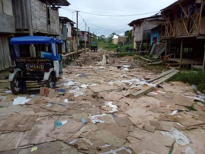 image for Vecinos de Cabo López utilizan residuos sólidos como rasante