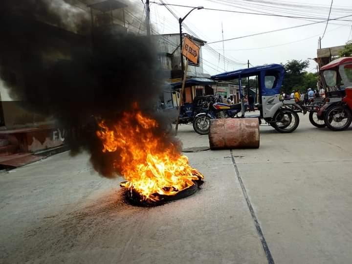image for Bloquean calle Imperio y Salverry en distrito de San Juan Bautista