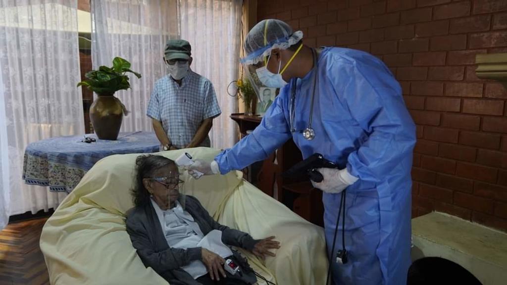 image for Clara Rivadeneyra la persona más longeva en ser vacunada