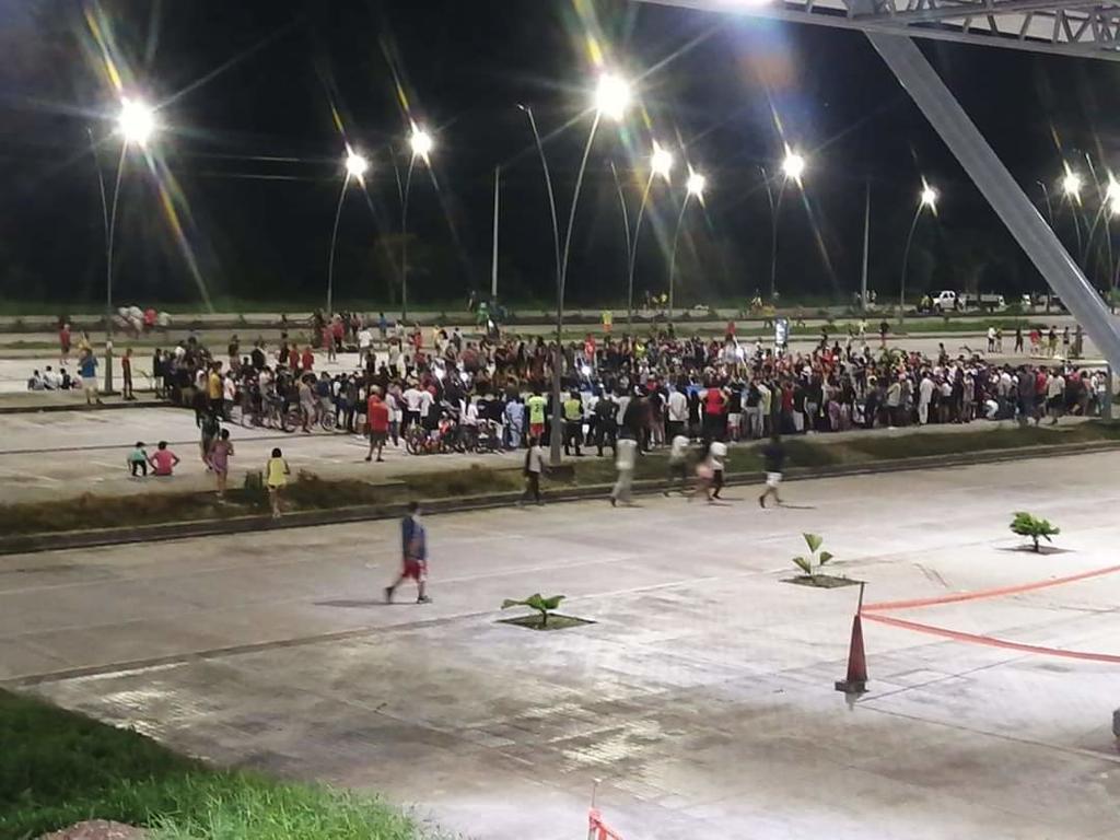image for Aglomeración de personas en el aeropuerto tras jornadas deportivas