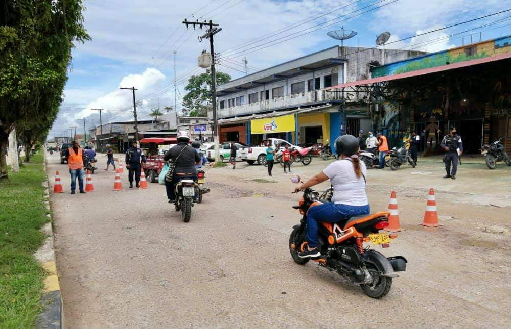 image for Conscientização no trânsito sobre o uso de capacete e máscara de proteçã