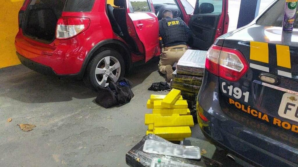 image for Policiais apreenderam 198 kg da droga