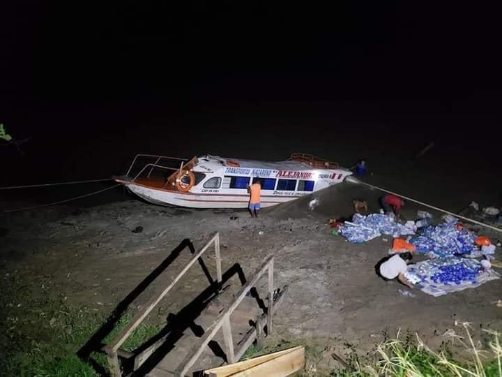 image for Personas se salvan de morir ahogados cuando yate se hundía