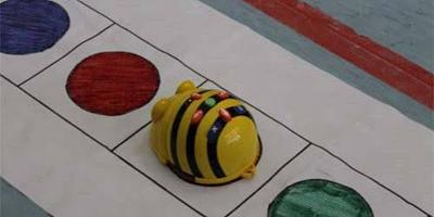image for Alumnos de jardín aprenden a programar con una abeja robot