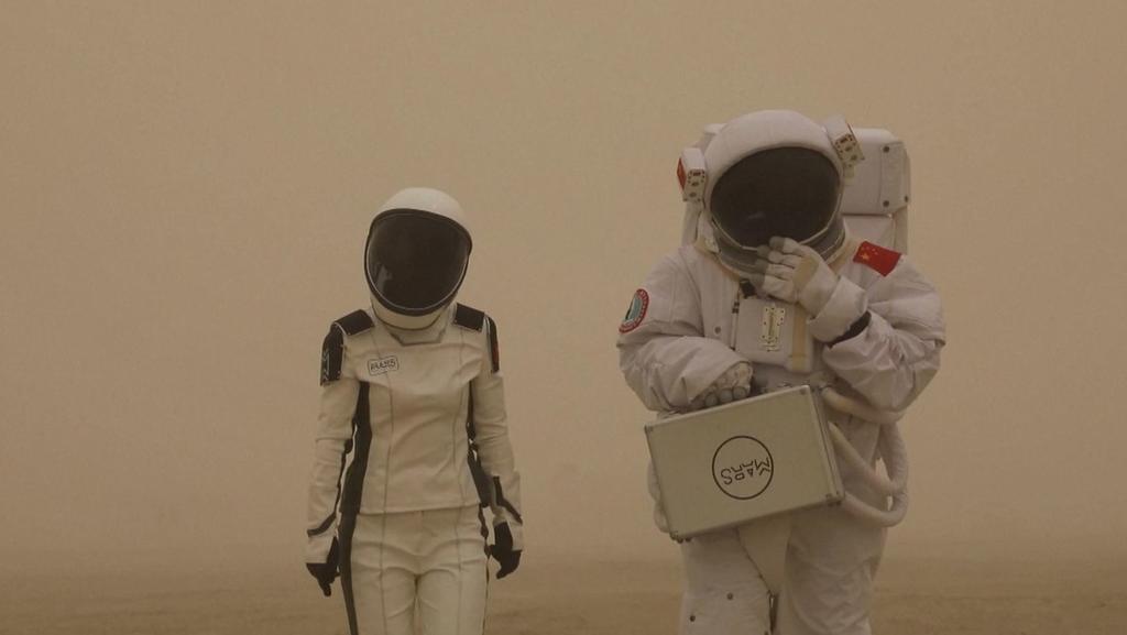 image for Marte en la Tierra / Así es el campamento creado por China en un desierto