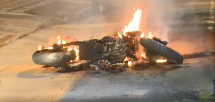 image for Ladrones que iban a robar local en Bogotá les quemaron la moto