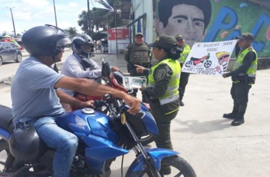 Activiades de la policia en calles de la ciudad