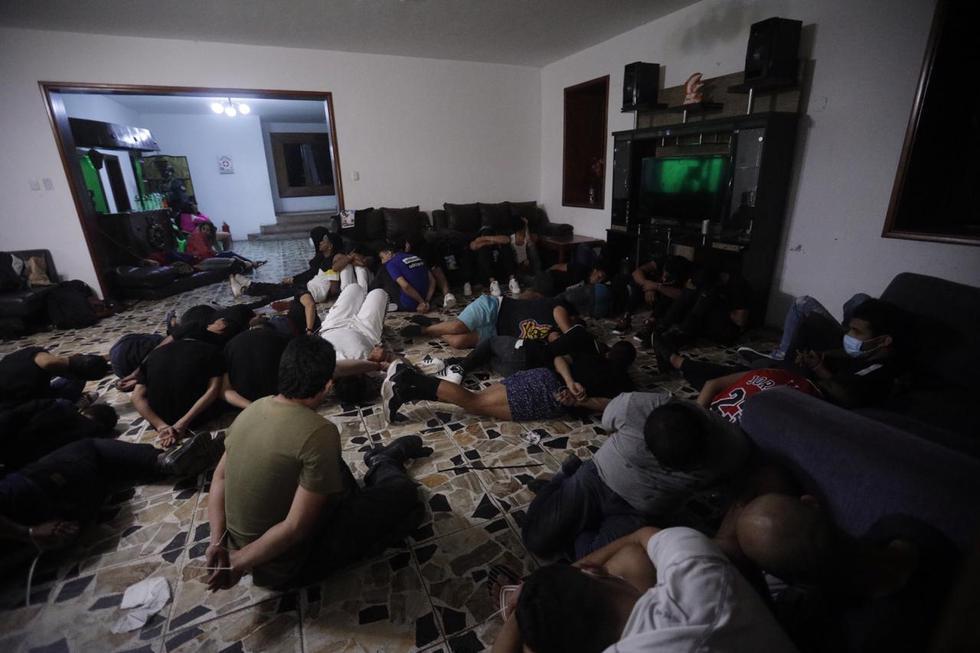 image for Policía detiene a 61 personas e incauta armas y droga
