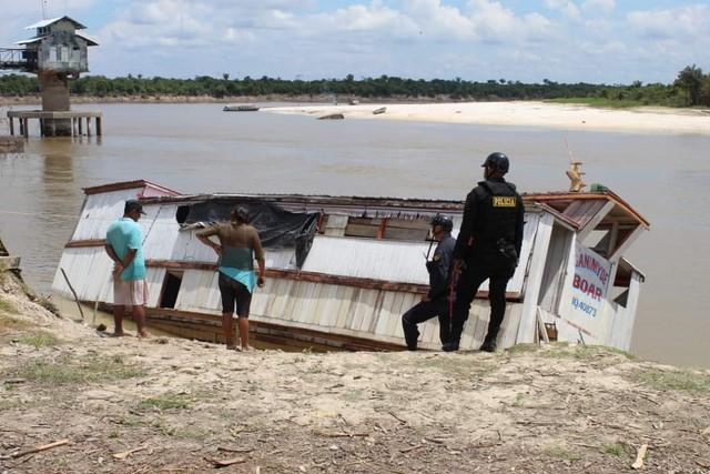 image for Hundimiento de barcaza afectó el abastecimiento de agua potable