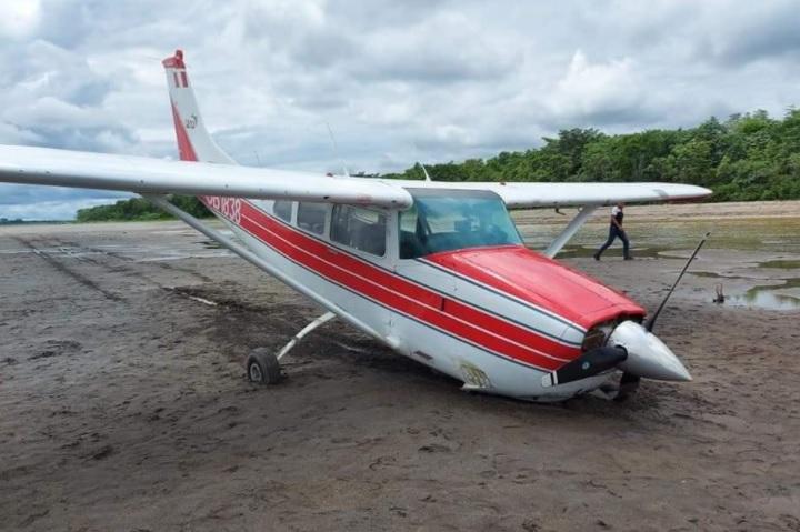 image for Avioneta SARU aterriza de emergencia sobre playa