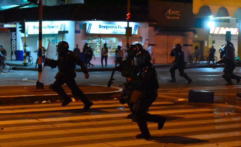 image for Nuevos enfrentamientos entre manifestantes y Fuerza Pública
