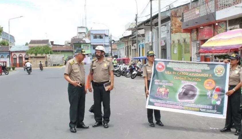 Personal de la policia en Iquitos
