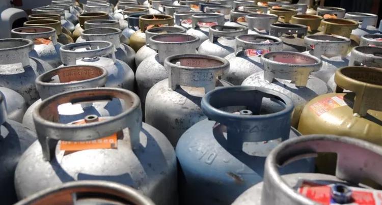 image for Dupla é presa suspeita de roubar mais de 200 botijões de gás