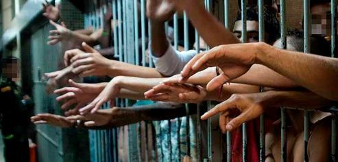 image for Tribunal exige que reclusos  salgan de prisión / COVID-19
