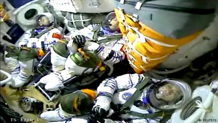 image for Misión tripulada se acopla con éxito a la estación espacial china