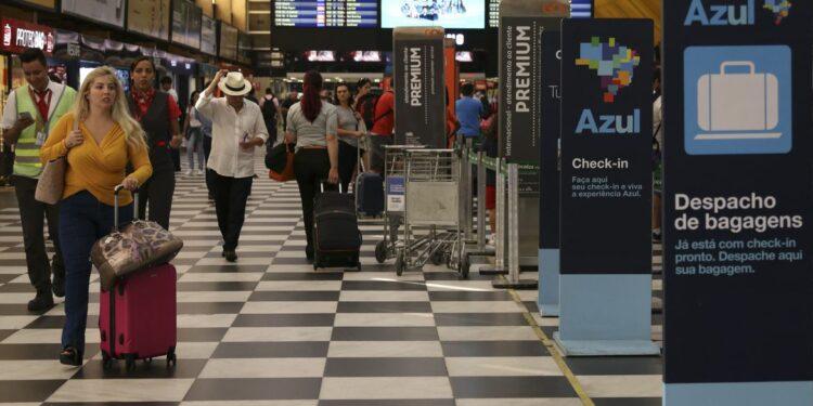 image for Portaria restringe entrada de estrangeiros no país