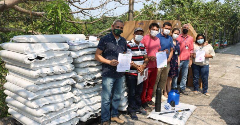 image for Governo do Estado finaliza entrega de 240 kits seringueiros para produtores