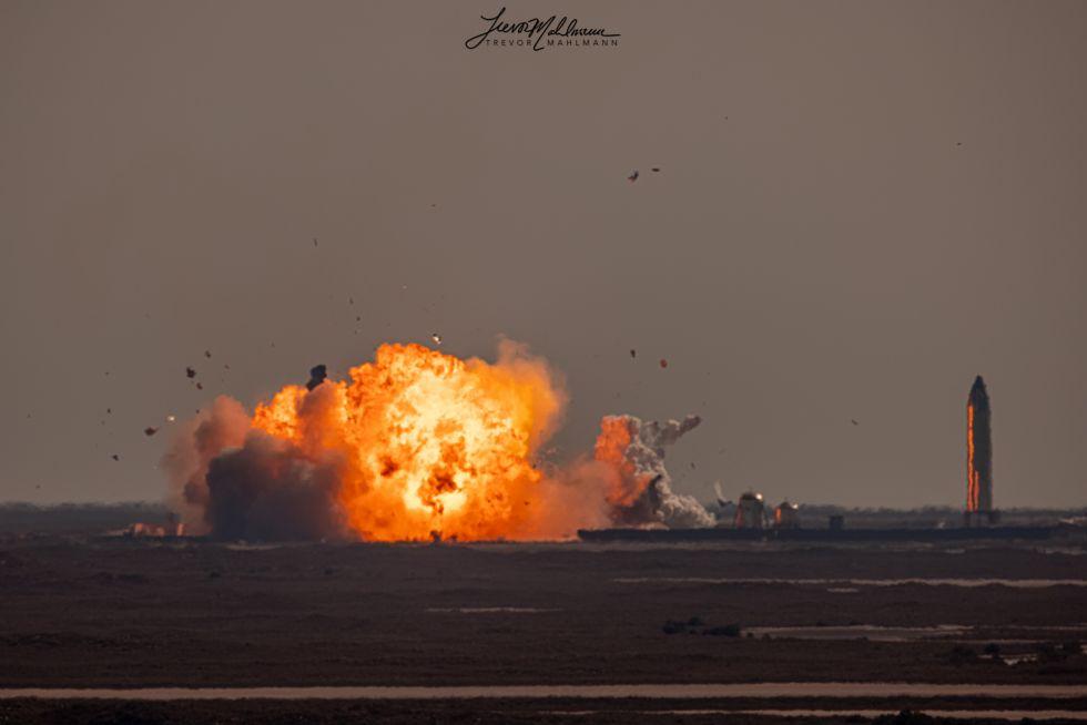 image for Prototipo de cohete de SpaceX explotó al aterrizar