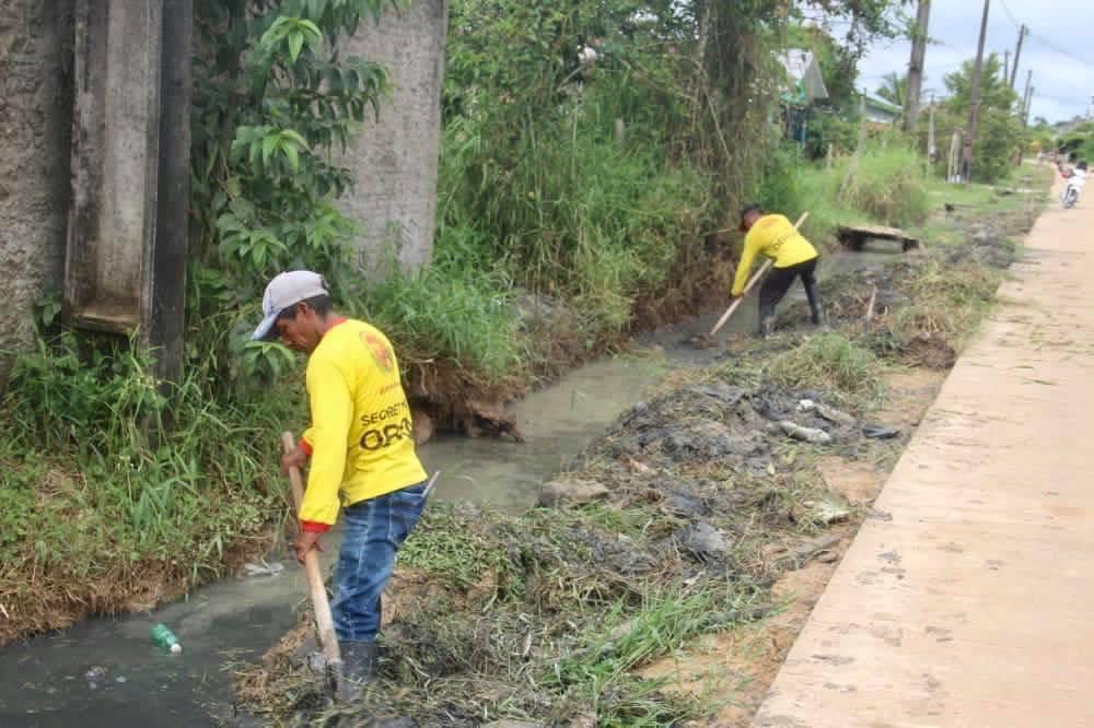 image for Serviço de Limpeza de valas melhorando o escoamento na Rua Sebastião Cosme