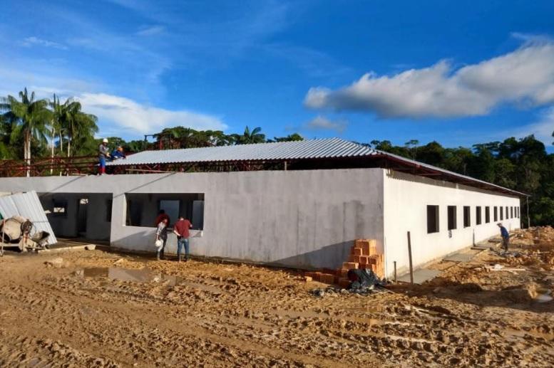 Trabalhos de construcao em escola