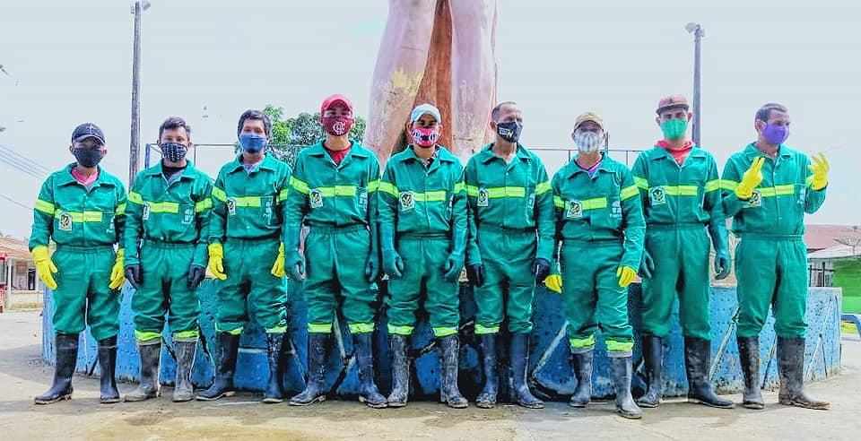 image for Novos uniformes aos homens que fazem a limpeza da nossa / Atalaia