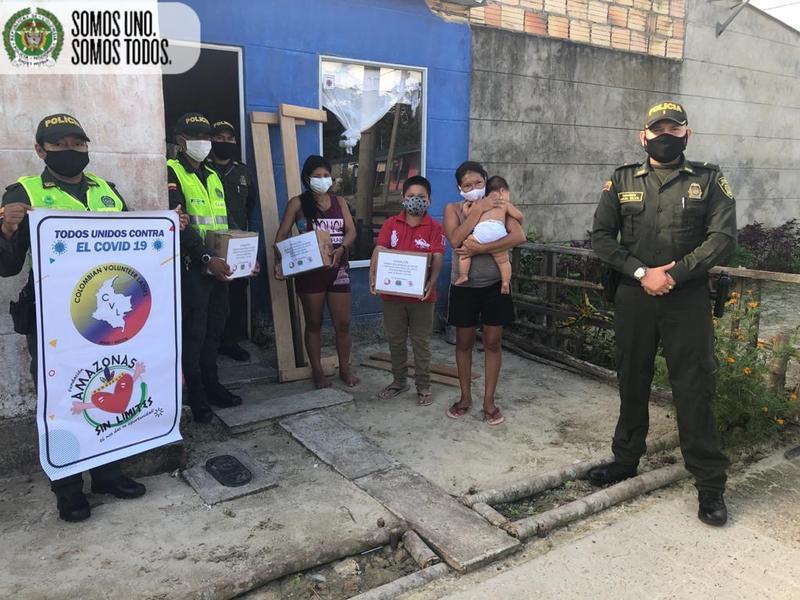 Policía en Leticia consigue Donación para niña con  dificultades de motricidad