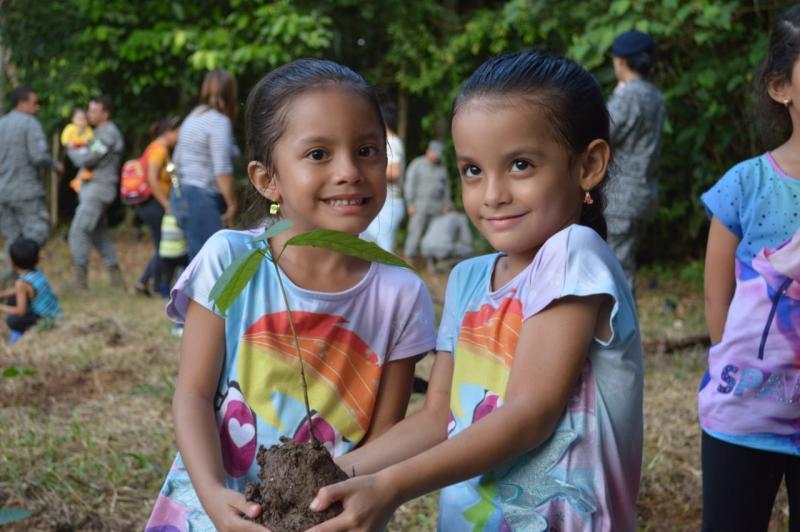 Con reforestación FAC celebra el Día Mundial del medio ambiente en el Amazonas