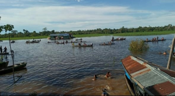 Domingo de aglomerações no rio Javarizinho