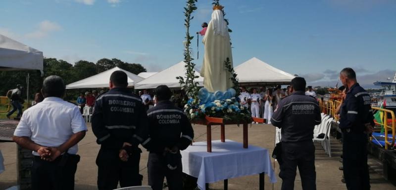 POLICÍA AMAZONAS ENCABEZÓ DESFILE EN EL DÍA DE LA VIRGEN DEL CARMEN
