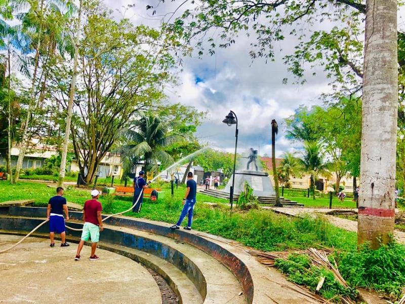 Brigada Ambiental de Aseo y limpieza en el Parque Santander con AFW